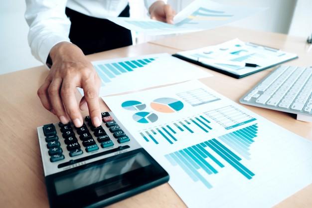 finances-saving-economy-concept-female-accountant-or-banker-use-calculator_1421-90.jpg